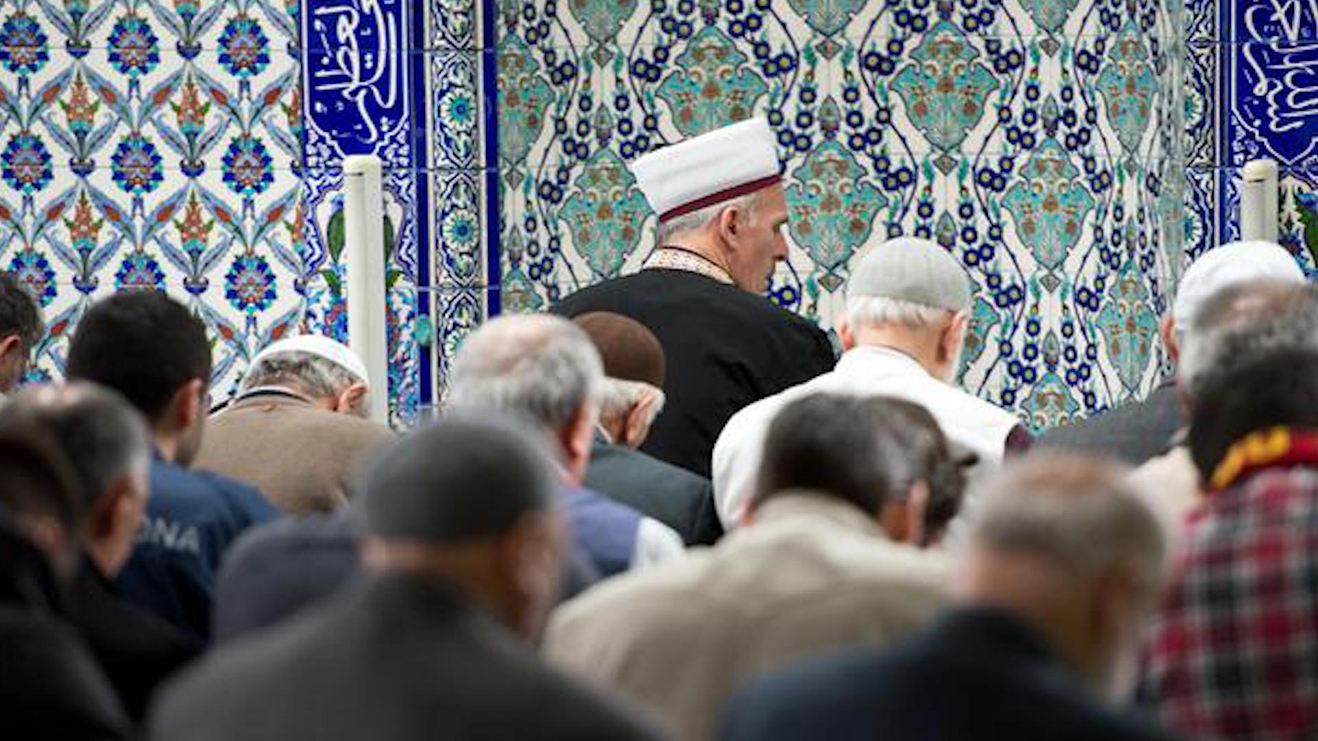 Bekämpfung des Extremismus in Deutschland Imam-Ausbildung für Eindämmung der äußeren Einflüsse